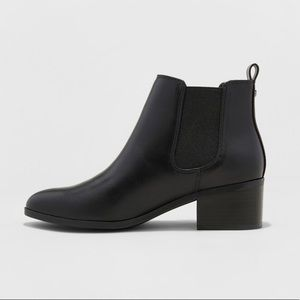 NEW // Black Leather Chelsea Boots